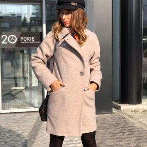 Заказать дешево шерстяное женское пальто с карманами на пуговице цвета пудры недорого