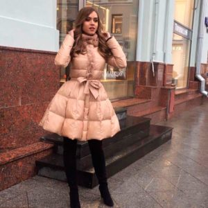 Приобрести в интернет-магазине женское пальто с декором из плащевки из меха кролика цвета кофе дешево