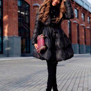 Заказать в подарок женское стильное зимнее пальто с объемной мягкой юбкой черного цвета оптом Украина