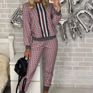 Купить недорого женский костюм универсальный спортивный из стрейч коттона серого цвета в подарок