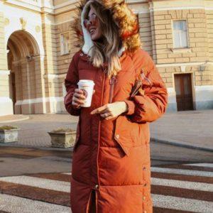 Заказать в подарок женскую зимнюю куртку - пуховик на синтепоне с капюшоном оранжевого цвета оптом Украина