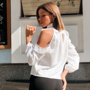 Заказать блузку женскую с открытыми плечами из дайвинга креп белого цвета недорого