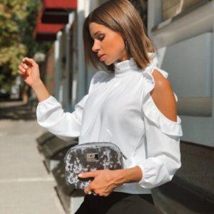 Приобрести в интернет-магазине женскую с плечами открытыми блузку из креп дайвинга цвета белого дешево