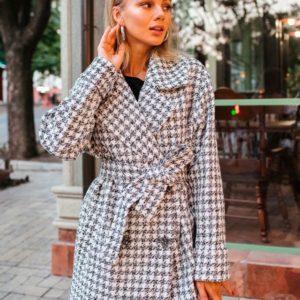 Заказать в подарок женское шерстяное пальто в клетку с поясом оптом Украина