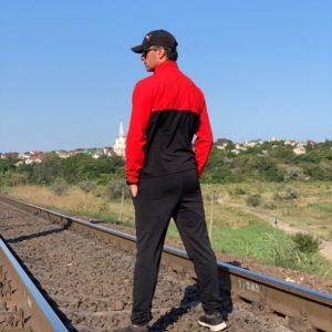 Приобрести в подарок мужской костюм спортивный двухцветный турецкая двунитка черно-красного цвета оптом Украина