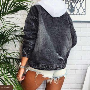 Приобрести в интернет-магазине женскую черную куртку джинсовую с капюшоном белым дешево