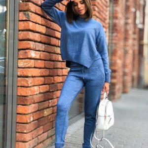 Приобрести в интернет-магазине женский костюм прогулочный с вырезом голубого цвета дешево