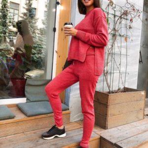 Заказать в подарок женский прогулочный костюм с вырезом красного цвета оптом Украина
