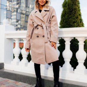 Заказать в подарок женское бежевое пальто на дорогой сатиновой подкладке с поясом оптом Украина