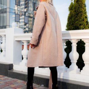 Приобрести в интернет-магазине женское бежевое пальто на сатиновой подкладке дорогой с поясом дешево