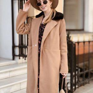 Заказать в подарок женское прямое светло-коричневое пальто в рубчик оптом Украина