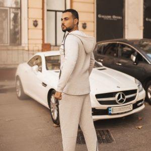 Купить в интернет-магазине мужской теплый котоновый спортивный костюм с капюшоном серого цвета батал дешево