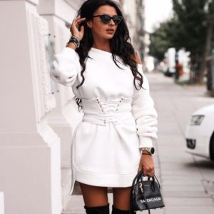 Приобрести в интернет-магазине женское туника-платье из трехнитки с открытым плечом цвета белого дешево