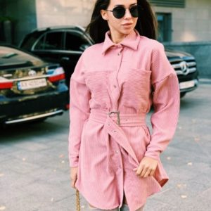 Купить недорого женское вельветовое платье-рубашка с поясом цвета пудры в подарок