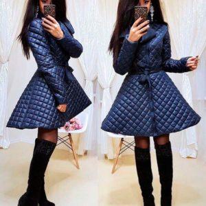 Приобрести в интернет-магазине женскую куртку с юбкой из плащевки стеганой с поясом синего цвета дешево