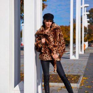 Приобрести дешево женскую шубу леопардовую на подкладке атласной из меха эко недорого