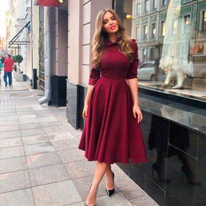 Заказать в подарок женское платье миди из костюмки с пышной юбкой винного цвета оптом Украина