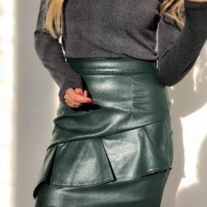 Приобрести дешево юбку женскую из экокожи на резинке и змейке цвета бутылки оптом Украина