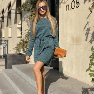 Заказать в подарок женское платье из ангоры с карманами и поясом темно-серого цвета оптом Украина