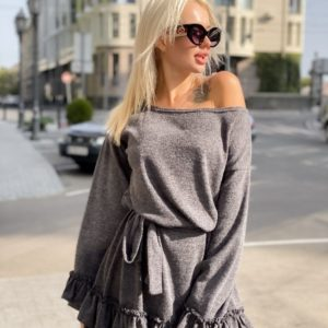 Приобрести в подарок женское с воланами платье из арктической ангоры серого цвета батал оптом Украина