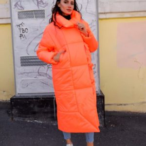Приобрести дешево женское пальто изящное из плащевки на утеплителе оранжевого цвета больших размеров недорого