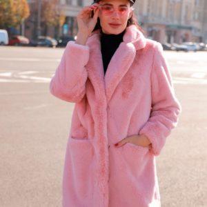 Купить недорого женскую шубу на шелковой подкладке из экомеха розового цвета в подарок