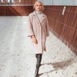 Заказать в интернет-магазине женское демисезонное пальто из шанели на сатиновой подкладке бежевого цвета дешево