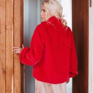 Заказать в интернет-магазине женскую короткую шубу с длинным рукавом из экомеха красного цвета дешево