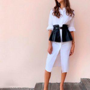 Приобрести в интернет-магазине женское платье-рубашка из экокожи с баской съёмной белого цвета дешево