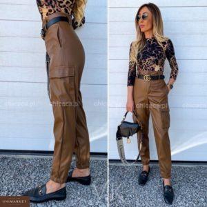 Приобрести в интернет-магазине женские кожаные брюки с манжетом на резиночке цвета коричневого дешево