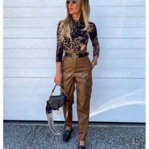 Заказать в подарок женские брюки кожаные с манжетом на резиночке коричневого цвета оптом Украина