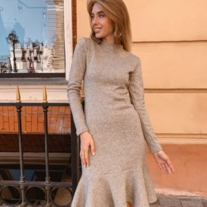 Приобрести в интернет-магазине женское платье теплое с оборками из ангоры с длинным рукавом цвета серого дешево