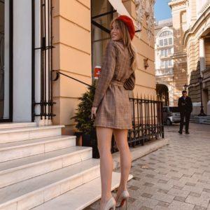 Приобрести в интернет-магазине женский пиджак замшевый в клетку бежевого цвета дешево
