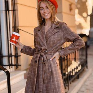 Заказать в подарок женский замшевый пиджак в клетку бежевого цвета оптом Украина