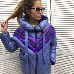 Заказать в подарок женскую куртку на молнии из холофайбера голубого цвета оптом Украина