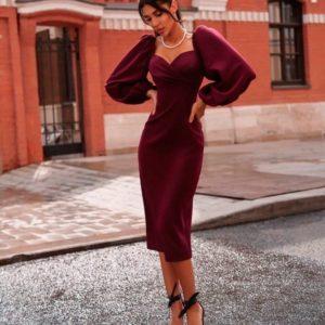 Заказать женское платье миди с открытыми плечами и рукавами объемными цвета винного недорого