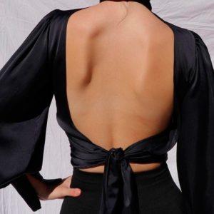 Приобрести в интернет-магазине женскую блузу шелковую с объемными рукавами и открытой спиной цвета черного дешево