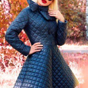 Заказать в подарок женскую синюю куртку с юбкой из стеганой плащевки с поясом оптом Украина