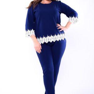 Заказать в интернет-магазине женский костюм: блузка + брюки из креп дайвинга с декором кружево синего цвета батал дешево