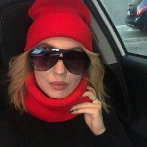 Приобрести в интернет-магазине женский набор: удлиненная шапка + шарф цвета красного дешево