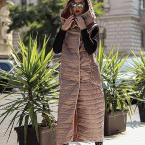 Купити недорого жіночий довгий жилет на синтепоні з плащової тканини з кнопками кольору бежевого в подарунок