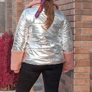 Приобрести дешево женскую куртку из серебряной блестящей плащёвки и ткани букле цвета пудры больших размеров недорого