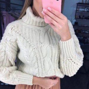 Приобрести женский свитер под горло объемной вязки с фактурным узором цвета белого в Украине