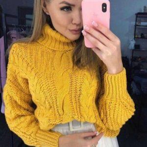 Заказать в подарок женский свитер объемной вязки под горло с фактурным узором цвета горчицы оптом Украина