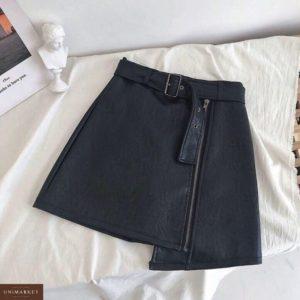 Заказать в подарок женскую ассиметричную юбку с поясом из экокожи черного цвета оптом Украина