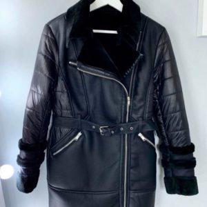 Приобрести в интернет-магазине женскую дублёнку удлиненную брэнд aftf из плащевки и искусственного меха цвета черного дешево