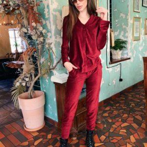 Купить недорого женский костюм из стрейчевого рубчик вельвета цвета бордового в подарок