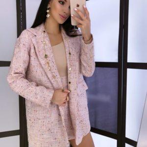 Приобрести женский костюм на подкладке: пиджак и юбка из букле с паеткой розового цвета в Украине