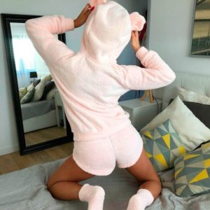 Заказать дешево женскую пижаму с капюшоном: штаны + кофта из двухсторонней махры цвета розового недорого