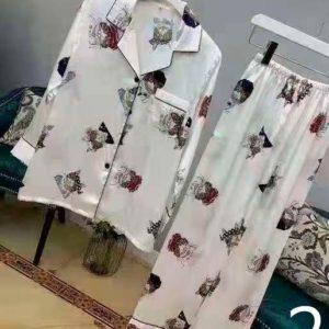 Приобрести в интернет-магазине женскую пижаму шелковую: рубашка с принтом со штанами дешево